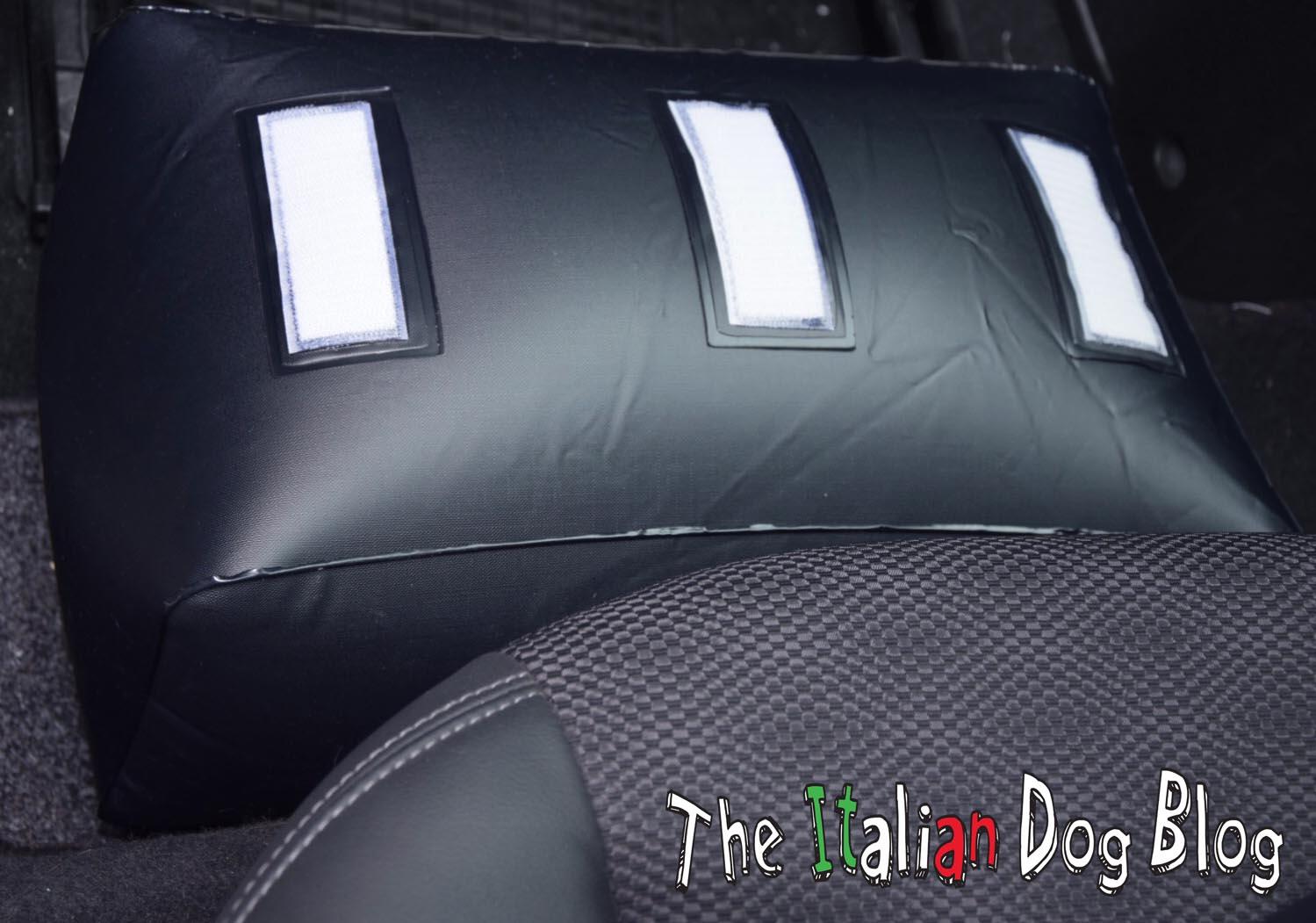 Velcro posteriore per maggiore aderenza al fondo auto